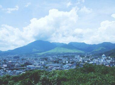 유케무리 전망대: 벳푸의 전망대에서 아름다운 도시 풍경을 보세요.