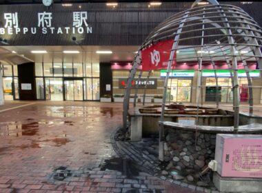 温泉の街ならでは。別府駅前の「手湯」は源泉かけ流しのプチ温泉
