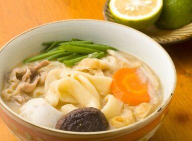 大分縣人氣餐廳品嚐著名的團子湯